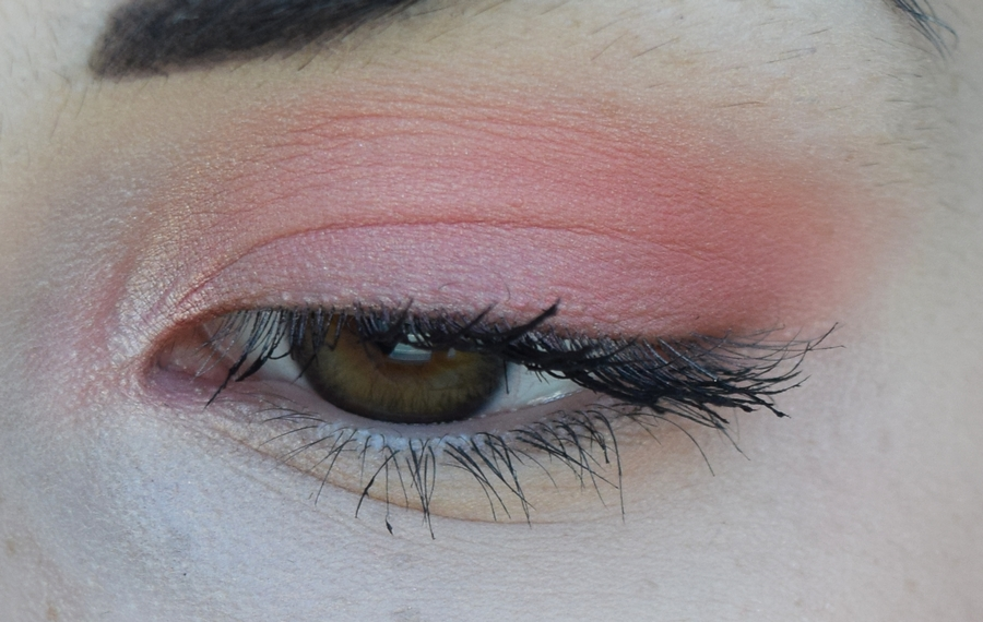 peach-and-coral-makeup-zoom