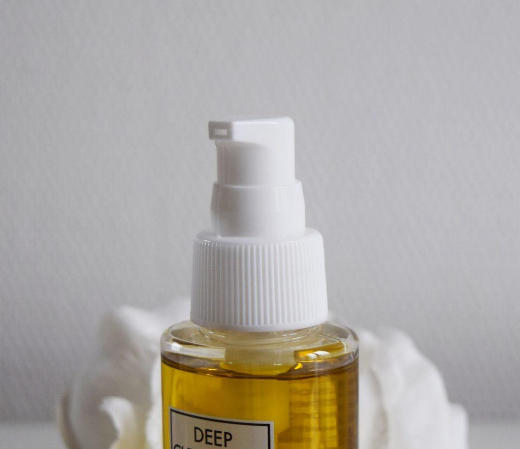 huile-demaquillante-dhc-pompe